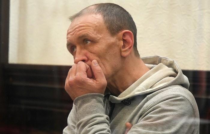 Две сестры занимались сексом а брат их застукал и серьёзно наказал