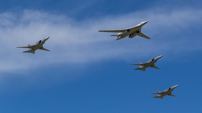 Воздушная часть парада из окна. 9 мая, ВКС, Самолет, Длиннопост, Парад победы