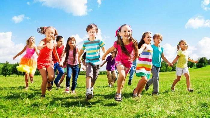 Едем в детский лагерь Детский лагерь, Каникулы, Дети
