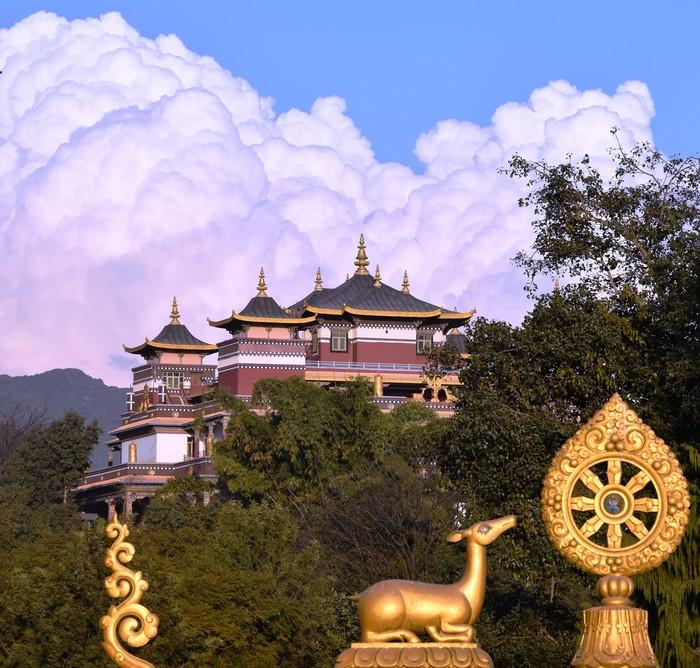Парящий в облаках Непал, Катманду, Буддизм