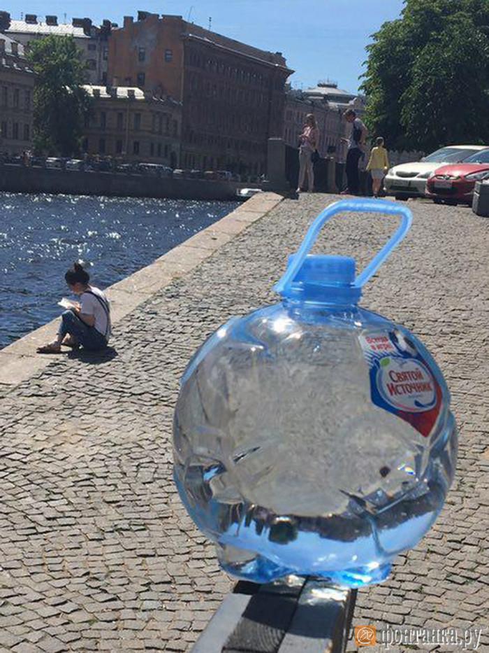 «Ашан» приостановил продажу огнеопасных «бутылок-мячей» после публикации «Фонтанки» Длиннопост, Линзы, Бутылка воды, Ашан, Чемпионат мира по футболу