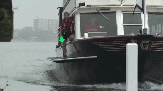 Лодка развозящая плюсики