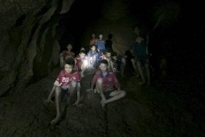Операцию по спасению детей из пещеры в Таиланде приостановили Спасение, школьники, пещера, Дети, новости, пропажа, Таиланд