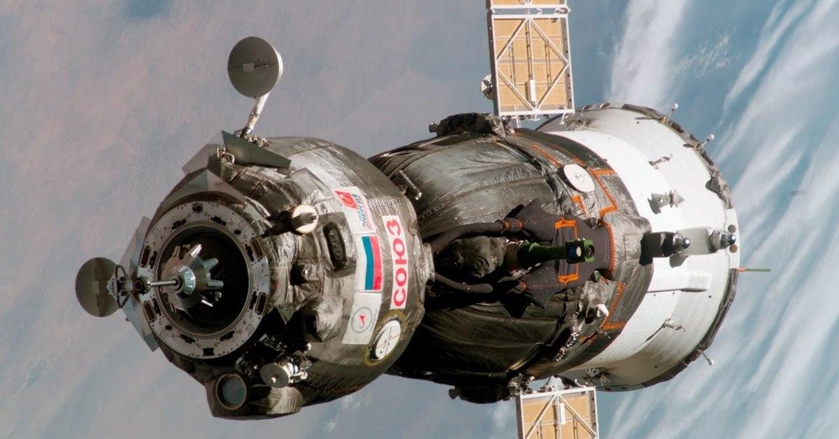 spacecraft found over pentagon - HD2500×1703