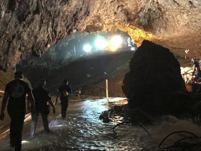 Все 12 детей и их тренер были освобождены из пещеры новости, Спасение, Таиланд