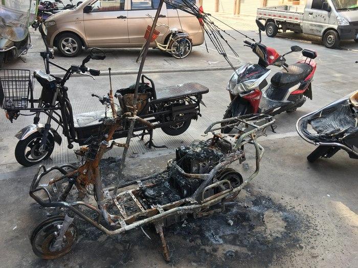 Как взрываются электроскутеры Китай, Электроскутер, Гироскутер, Пожар, Взрыв батареи, Видео, Длиннопост
