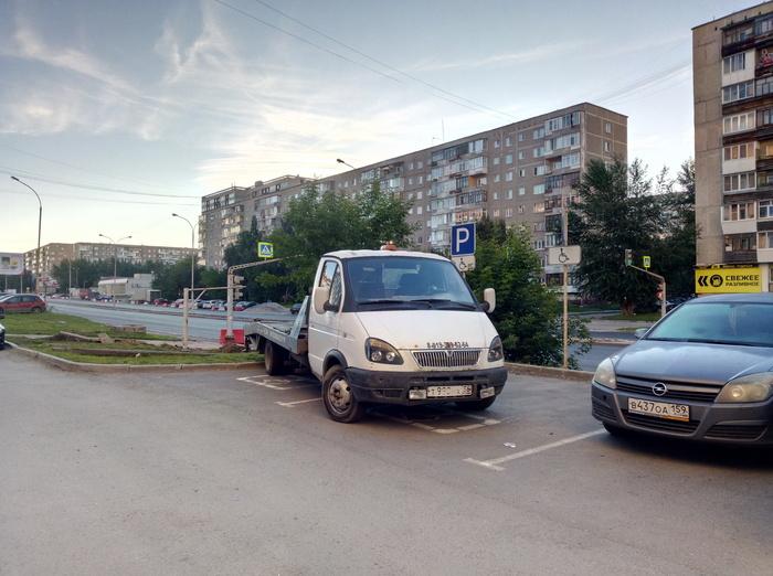 Эвакуации ждет ПДД, Наглость, Парковка