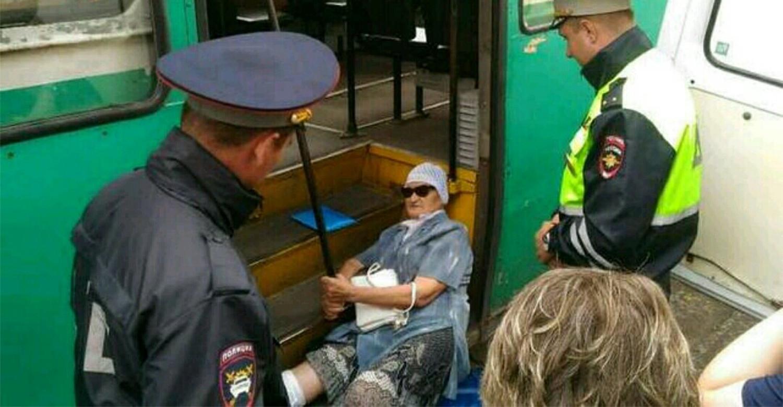 razvleksya-s-devushkoy-v-avtobuse