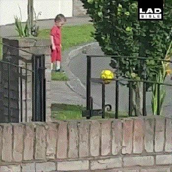 Когда родители запретили играть в мяч на проезжей части