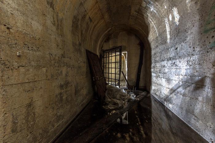 Заброшенное скальное убежище оружейной фабрики с грибной фермой Забугорныйурбан, Урбанслучай, Сербия, Грибы, Грибная ферма, Длиннопост
