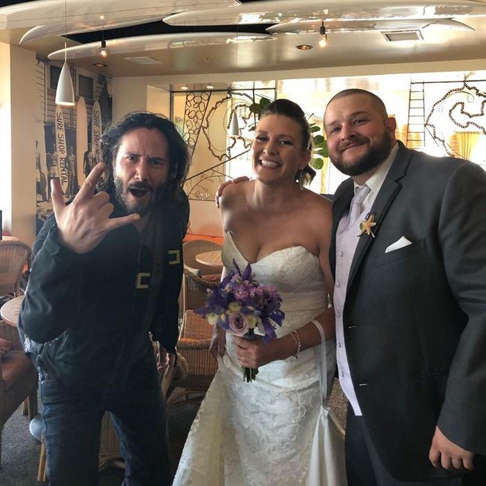 Какой-то мужик испортил свадебное фото