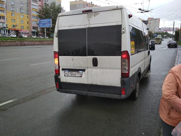 Водитель маршрутки смотрит видео во время езды Маршрутка, Жалоба, Вопрос, Нарушение