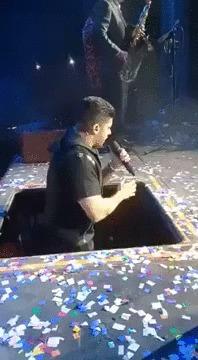 Опасная профессия певца