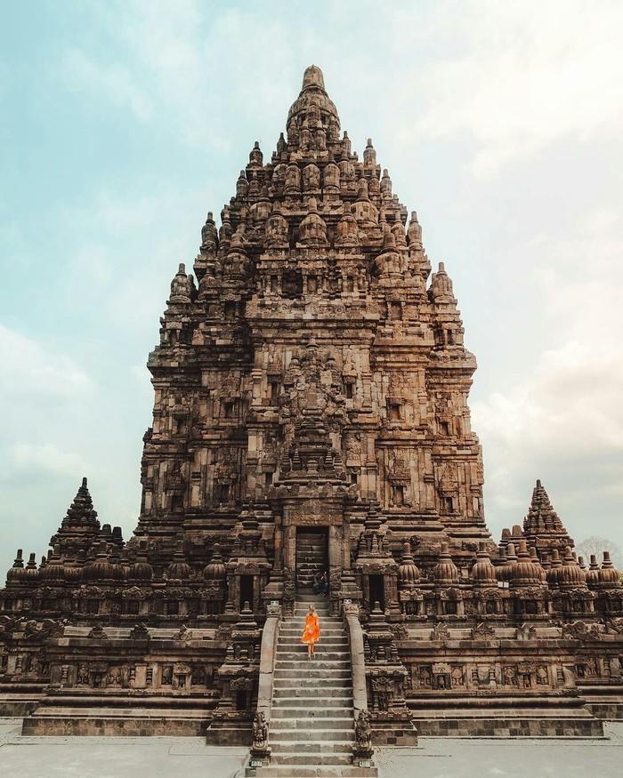 Индуистский храм в Индонезии.