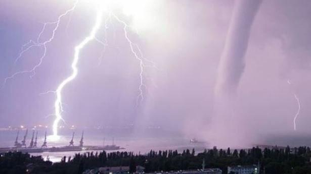 Смерч в Феодосии Ураган, Крым, Смерч, Видео, Длиннопост