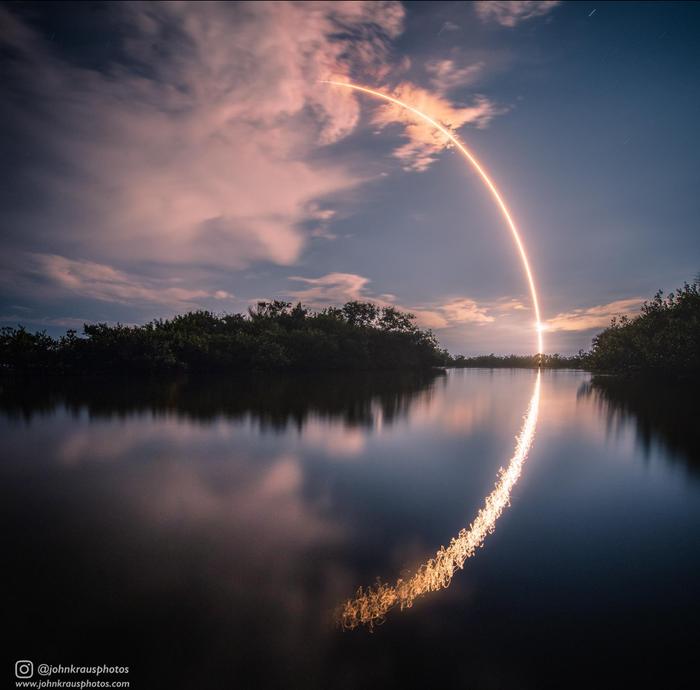Запуск ракеты SpaceX и отражение