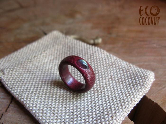 Деревянное кольцо из амаранта с лабрадором. Рукоделие без процесса, Кольцо, Амарант, Кольцо из дерева, Кольцо с лабрадором, Длиннопост