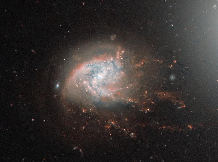«Рассыпающаяся» галактика в созвездии Волосы Вероники Космос, Галактика, Изучение