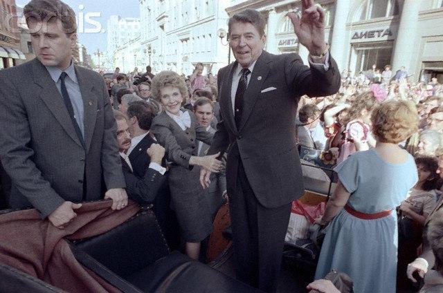 Прогулка по Москве Рональда Рейгана и Михаила Горбачева 29 мая 1988 года Рональд Рейган, Горбачев, Москва, История, США, Президент, Америка, Старое фото, Видео, Длиннопост