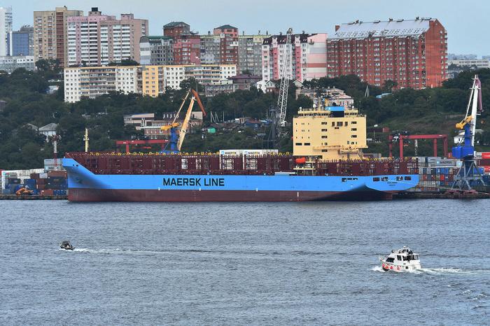 По Северному морскому пути прошел первый контейнеровоз Россия, Северный морской путь