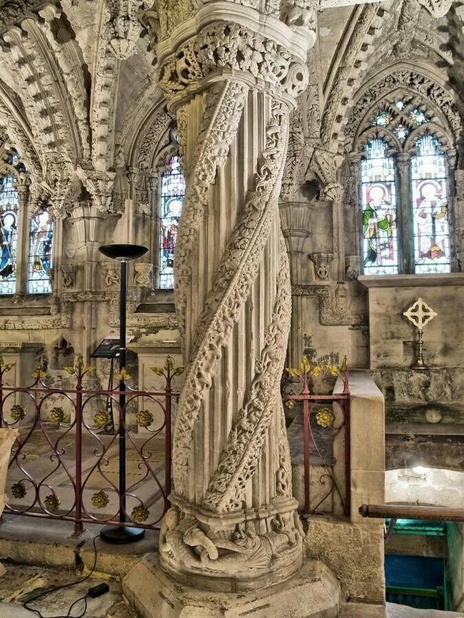 Красивый столб в часовне Росслин, Шотландия