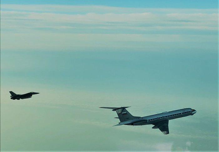Что такое SOS Авиация Ту-134, f-16, Балтика, Мудрость, Пилот, Летчик, ВВС, Самолет