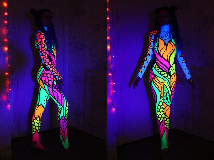 Светящийся костюм, роспись флуоресцентными красками.