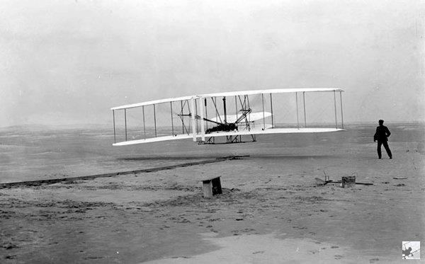 Ровно 115 лет назад, состоялся первый полет братьев Райт, который положил начало истории авиации. Авиация, Райт, Братья, Полет, Декабрь, Интересное, Изобретатели, Длиннопост