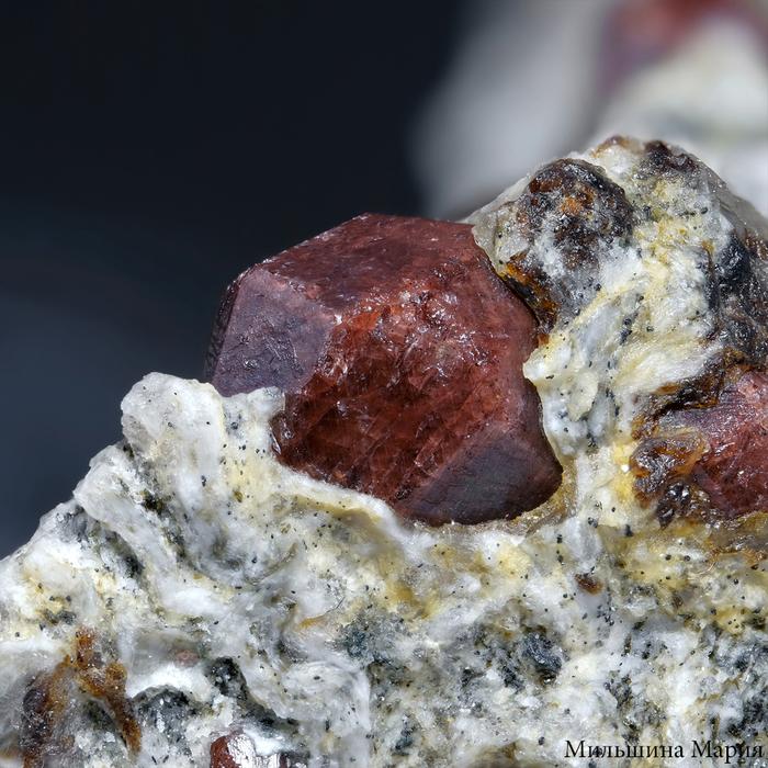 Какого цвета гранат? Минералы, Макросъемка, Натуральные камни, Минерал гранат, Кристаллы, Драгоценные камни, Длиннопост