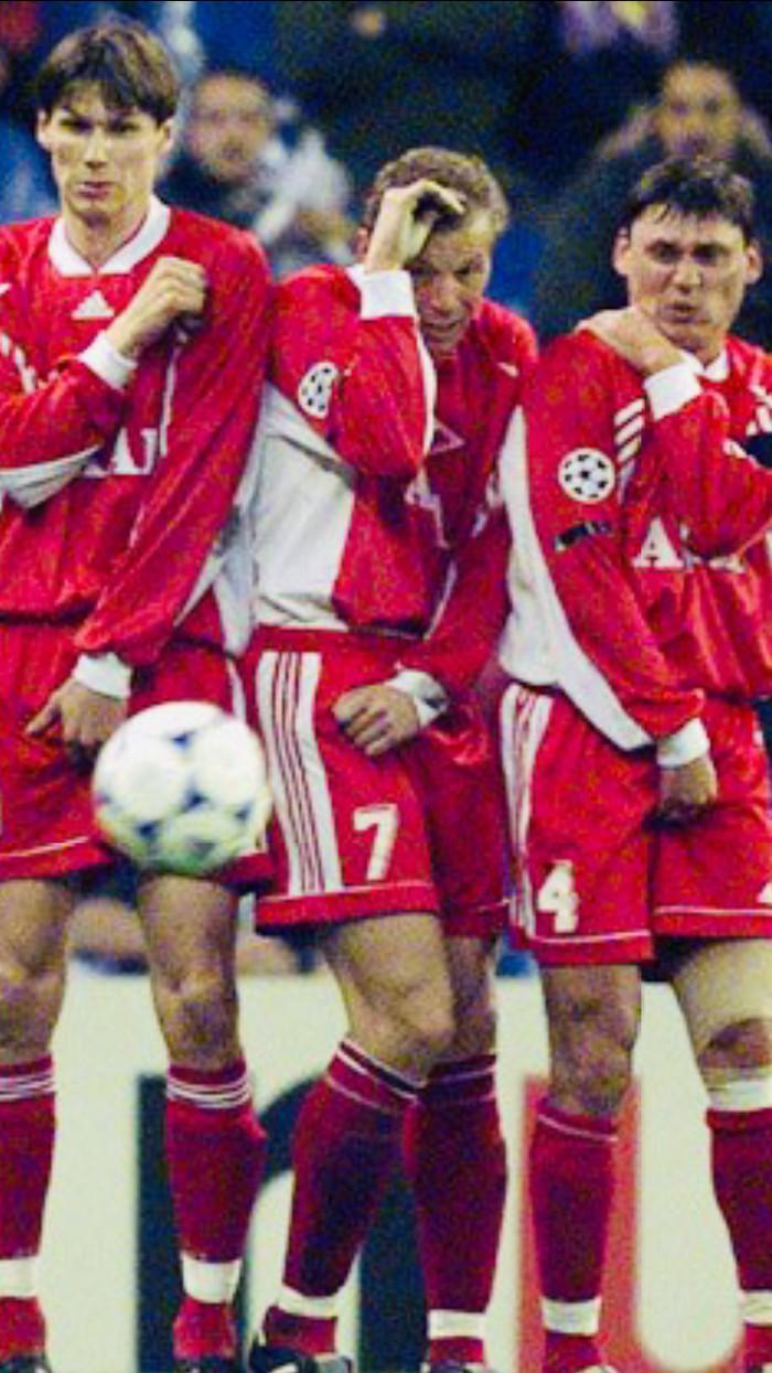 98 год. Спартак принимает Мадридский Реал. Обладатель самого сильного на тот момент удара Роберто Карлос пробивает штрафной Футбол, Спартак, Реал Мадрид, Штрафной, Длиннопост