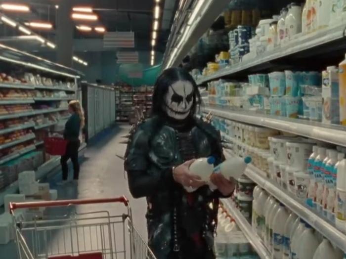 Когда идёшь в магазин с музыкой в наушниках