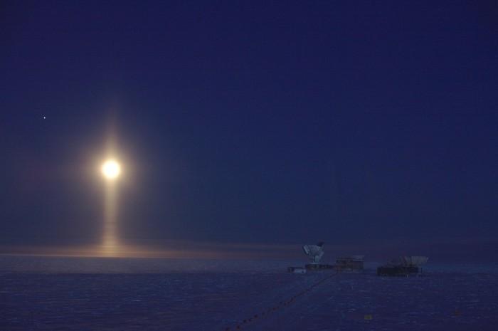 Световой столб над Южным полюсом Космос, Солнце, Свет, Столб, Антарктида, Луна