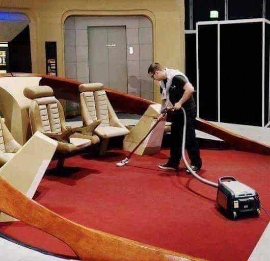 - Вступай в звездный флот, говорили они. Будут приключения в космосе, говорили они Star Trek, Уборщик, Космос