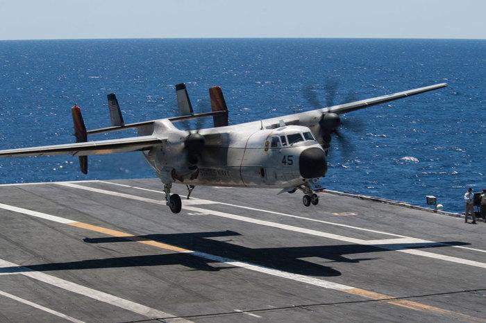 """C-2A Greyhound/""""Серый пес"""" с авианосца. Американские самолеты, Авианосец, Длиннопост"""