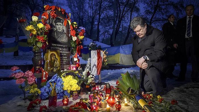 Порошенко рассказал о своих «подвигах» на Майдане Общество, Политика, Порошенко, Майдан, Украина, Армен Гаспарян, Twitter, Декоммунизация, Видео, Длиннопост