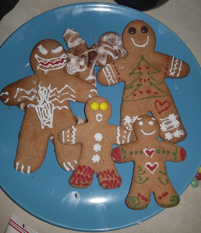 На новый год мы с женой рисовали на печенье