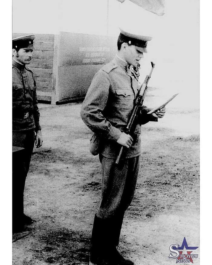 Сергей Шойгу принимает присягу, 1977 год Присяга, Шойгу, Армия