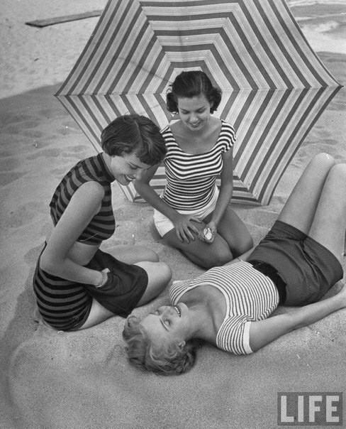 Пляжная мода 1950-х годов Мода, Купальник, Винтаж, 50-е, Длиннопост, Старое фото, Пляж