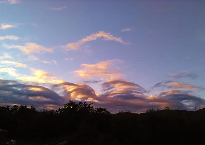 Закат в небесных волнах
