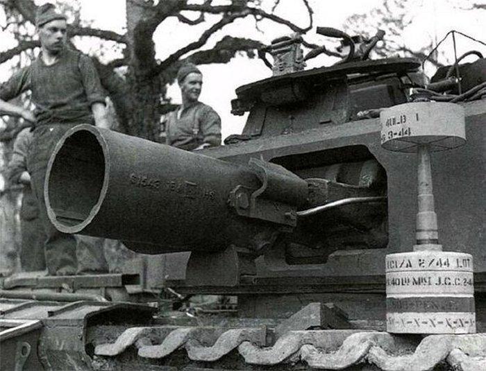 "Танк ""Черчилль"" AVRE, вооруженный 290-мм мортирой. Танки, Мортира, Снаряд"