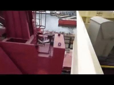 Падение кранов во время работ в турецком доке сняли на видео Общество, Происшествие, Турция, Судоверфь, Кран, Падение, Вести, Тузла, Видео, Гифка, Длиннопост