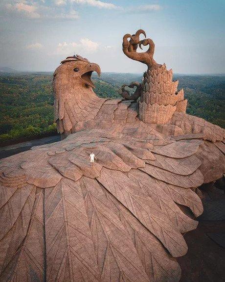 Jadayupara, самая большая скульптура птицы в мире