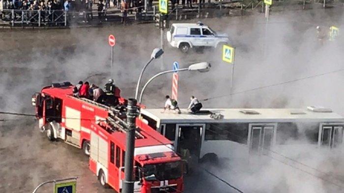 Водители автобуса спасли пассажиров от кипятка в Купчино Санкт-Петербург, Купчино, Автобус, Прорыв трубы, Кипяток, МЧС, Видео, Длиннопост