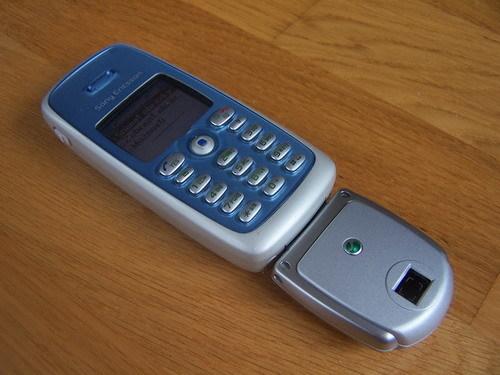 Сотовый телефон с оотекой 2005, Первый сотовый
