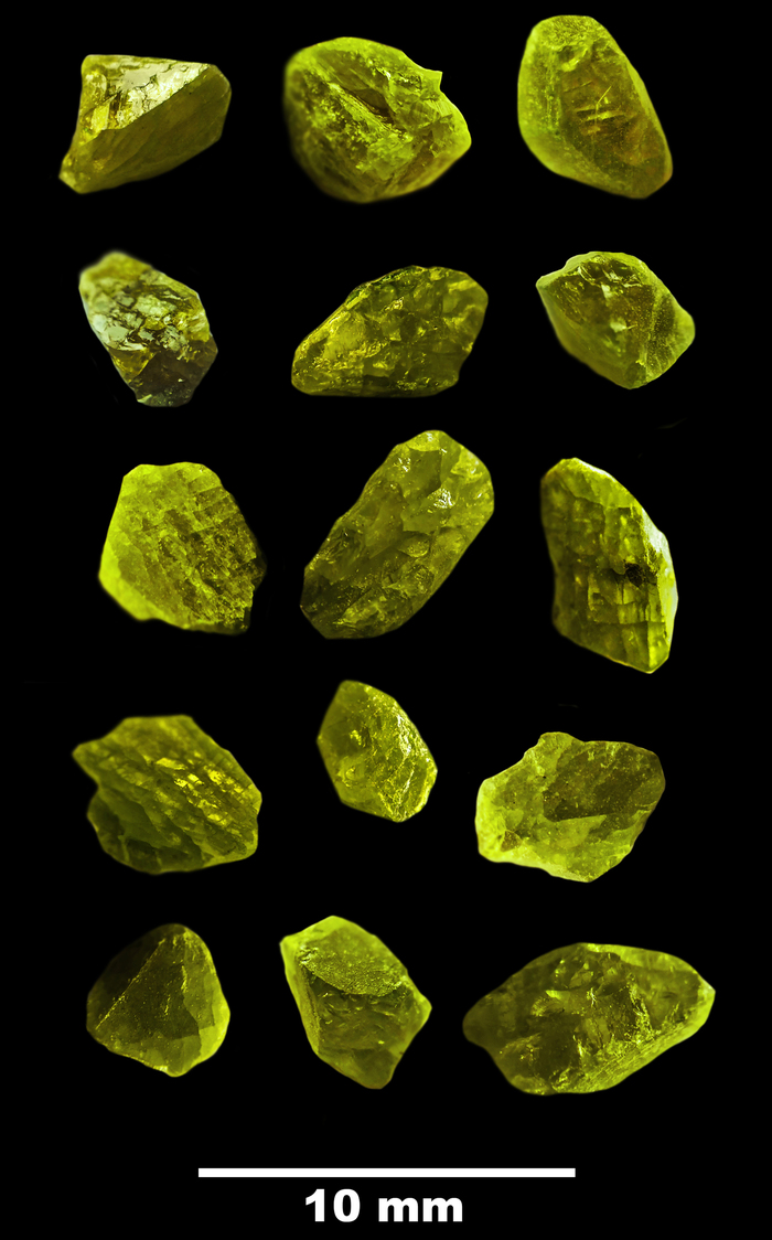 Изменение формы кристаллов вольфрамовых гетерополисоединений в зависимости от их размера Кристаллы, Вольфрам, Химия, Макросъемка, Микросхема, Длиннопост