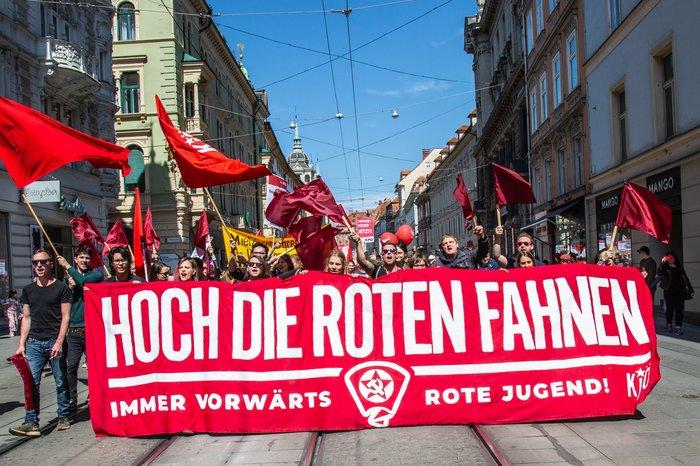 1 мая 2019. Европа. [1] 1 мая, Коммунизм, Желтые жилеты, Рабочее движение, Профсоюз, Политика, Длиннопост, Красный первомай, Европа