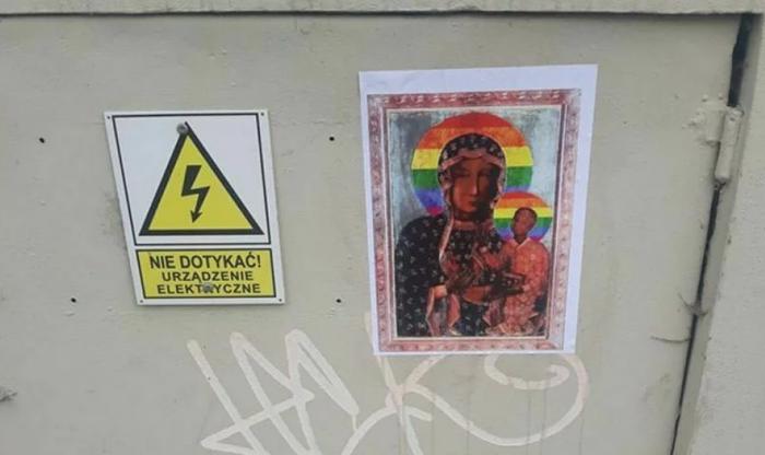 В Польше арестовали женщину за плакаты Девы Марии с радужным нимбом. Её обвинили в оскорблении чувств верующих. Польша, Религия, Оскорбление чувств верующих, Tjournal, Арест, Длиннопост, Икона, ЛГБТ