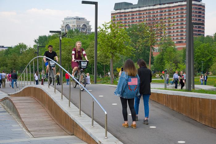«Ну тупы-ы-ы-е!» Велодорожка, Пешеходы и водители, Выражение лица, Москва