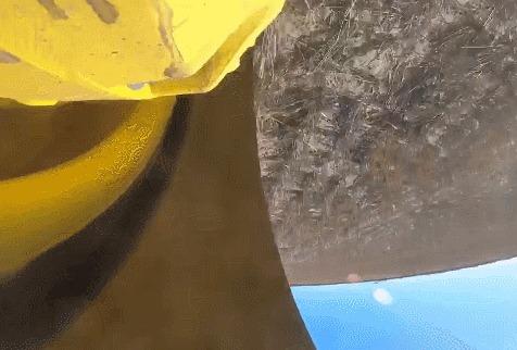 Вид из гусеницы трактора