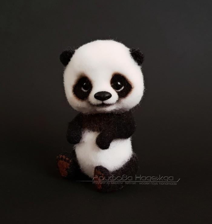 Ладошечная панда. Войлочная игрушка Панда, Игрушка из шерсти, Сухое валяние, Медведь, Рукоделие без процесса